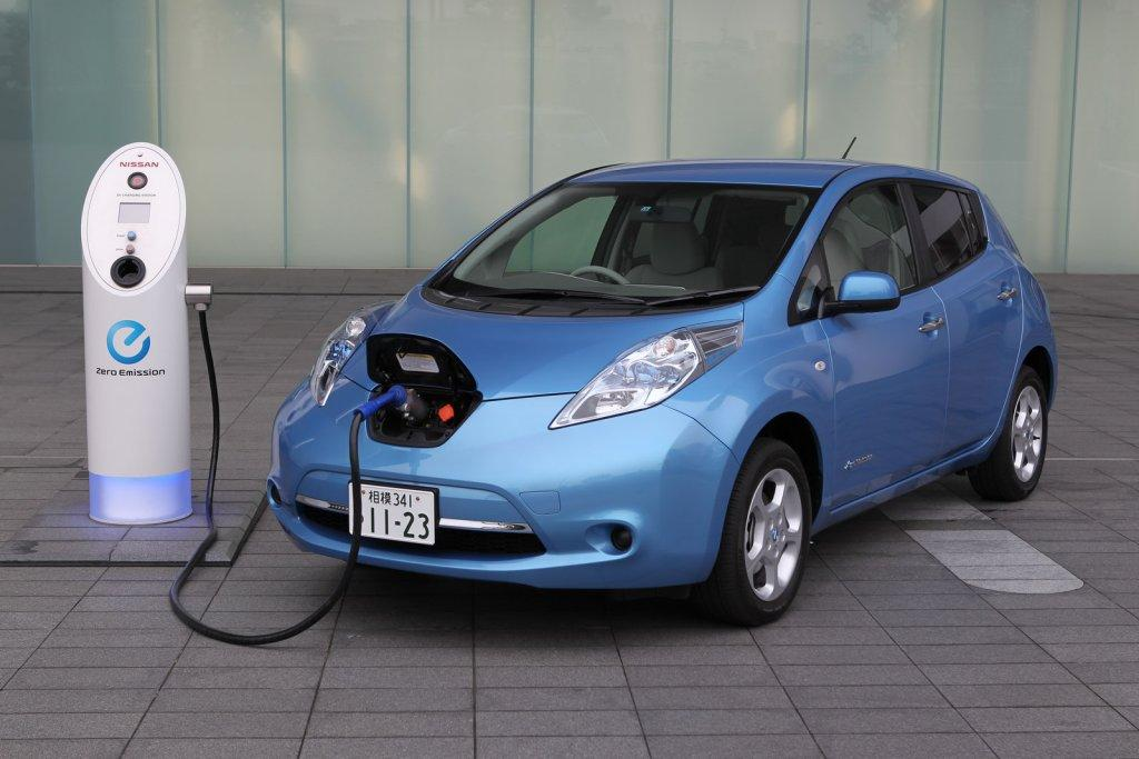 green hybrid electric cars in India Nissan Leaf