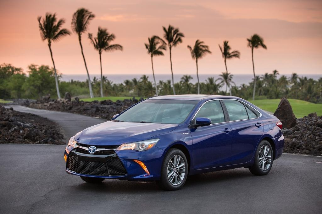 green hybrid electric cars in India Toyota Camry Hybrid
