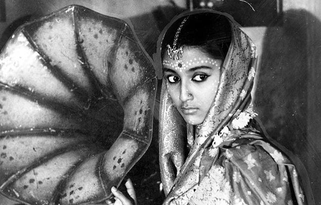 Aparna Sen black and white film samapti teen kanya soumitra chatterjee