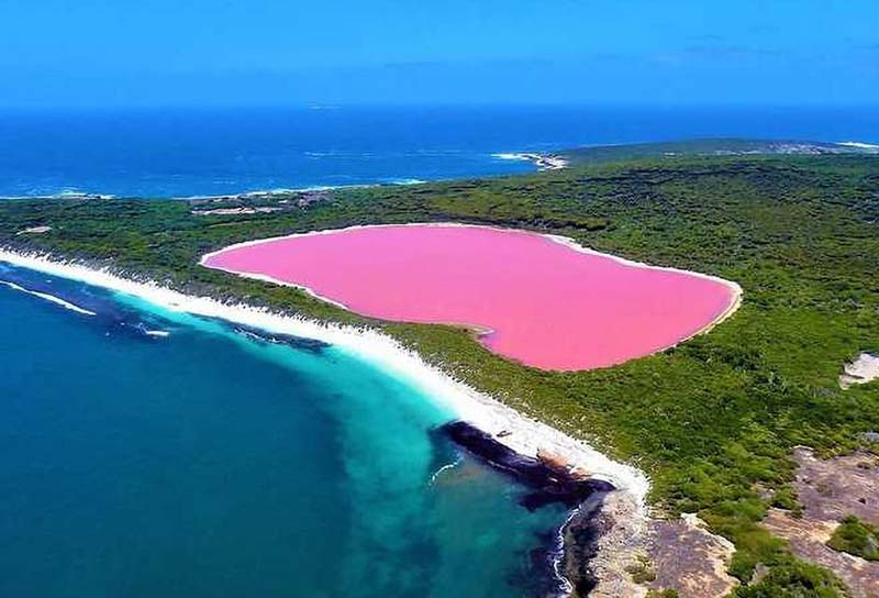 worlds-most-mysterious-Lake-Hillier
