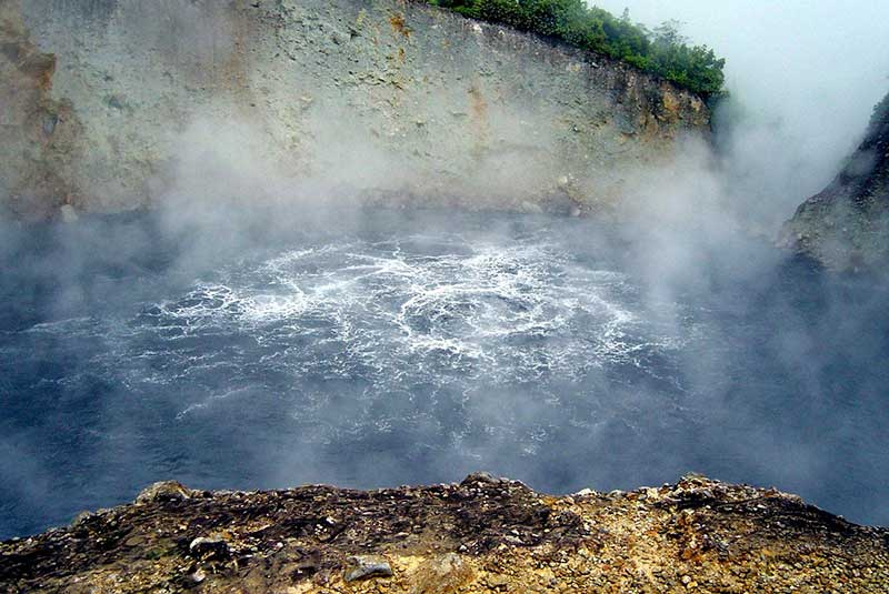 worlds-most-mysterious-lakes-Boiling-Lake